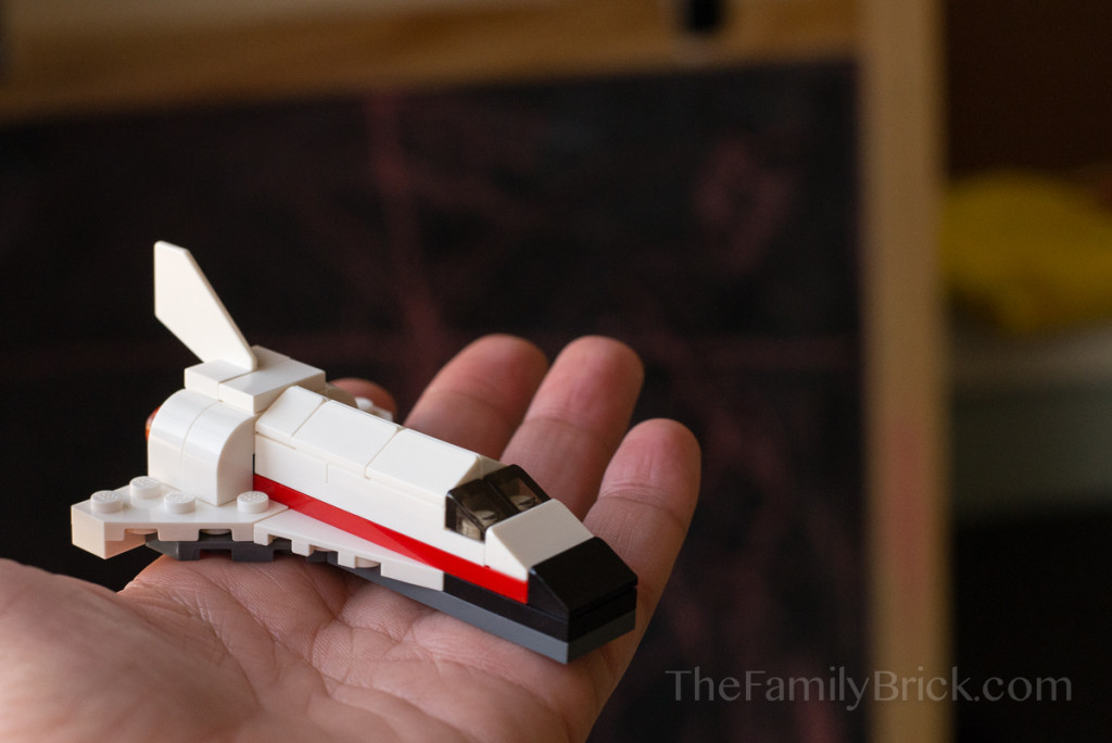 LEGO-monthly-mini-build-february-2015-space-shuttle-2