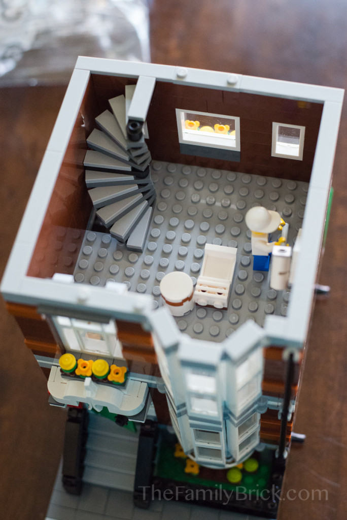 lego-pet-shop-painter-2nd-floor-7272