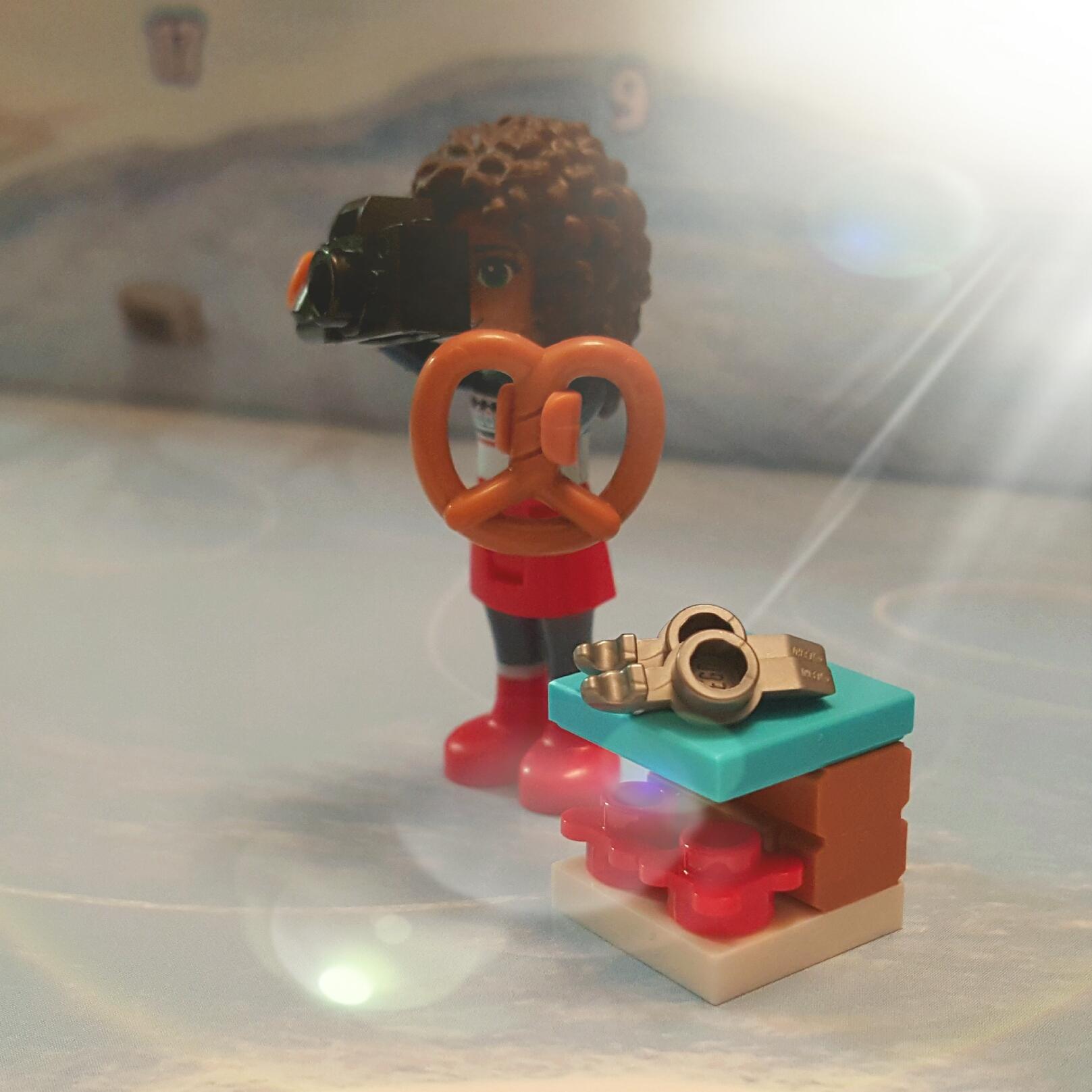 LEGO Friends Advent Calendar 2015 - Day 2 - Bench & Ice Skates