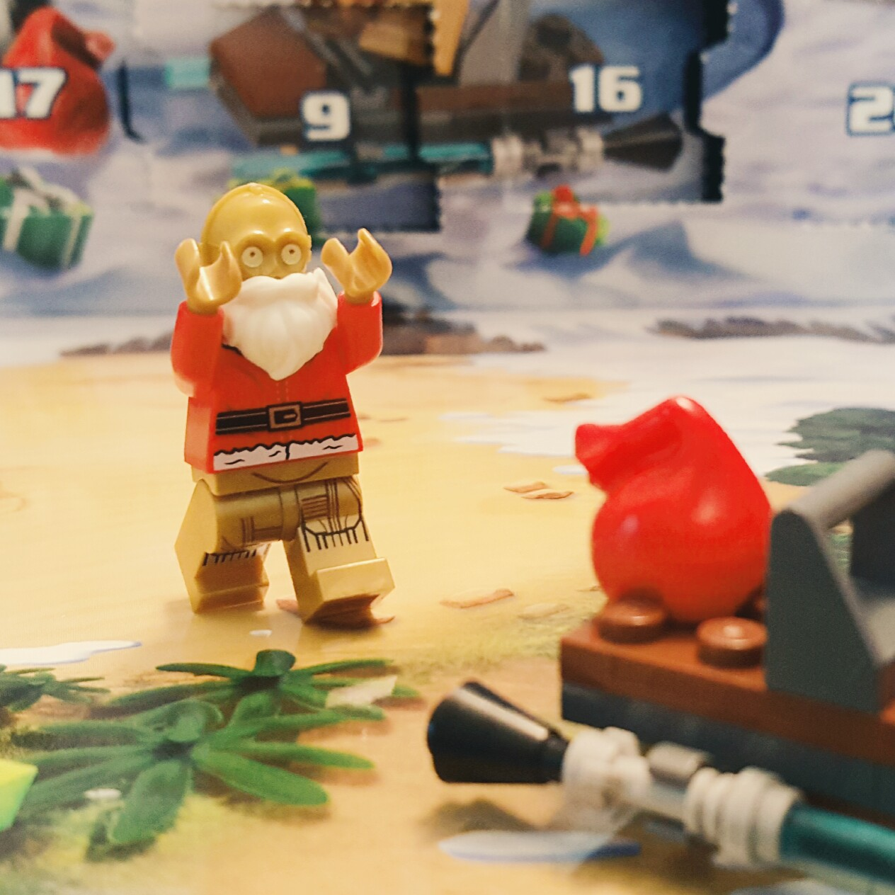 Day 24 C3-P0 Santa Clause from LEGO Star Wars Advent Calendar