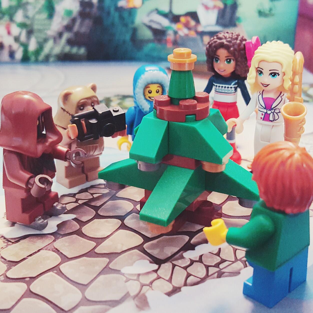 """Oh Christmas Tree, Oh Christmas Tree..."" - Day 10 of LEGO City Advent Calendar"