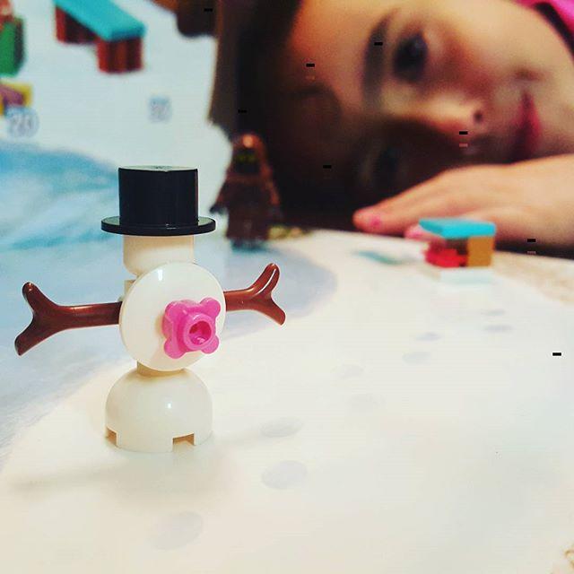 #day4 #legofriends #legoadventcalendar #lego #snowman #girl